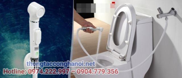 lắp vòi xịt vệ sinh