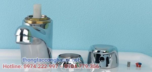 tháo rời từng bộ phận vòi nước