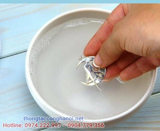cách làm sang bạc bằng nước rửa bát