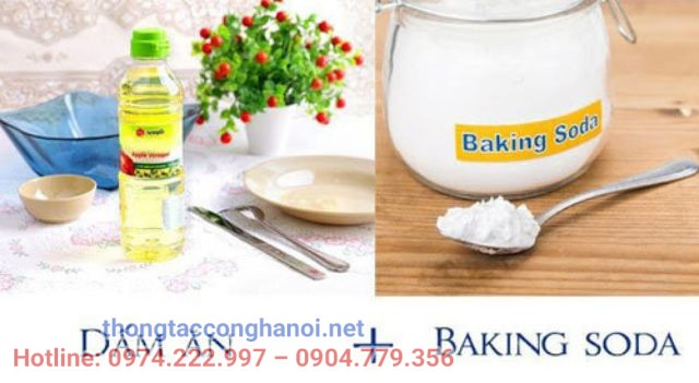 Sử dụng baking soda, dấm và nước nóng