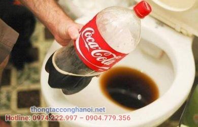 Tại sao nước coca có thể tẩy bồn cầu